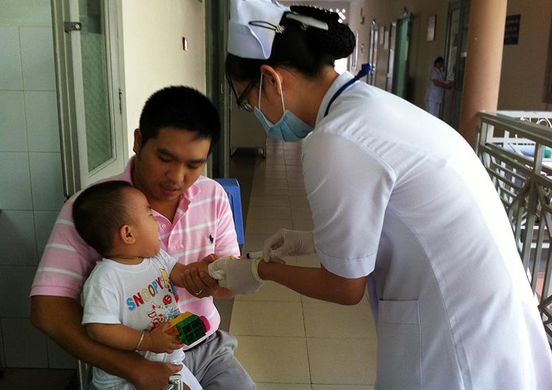 Trẻ thăm khám tại Bệnh viện Nhi đồng II