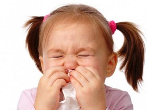 bé bị ho sổ mũi uống thuốc gì