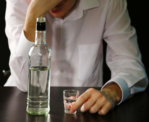 Rượu khiến cơ thể bạn bị mất nước