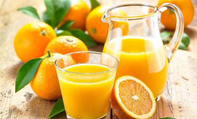 bị viêm họng có nên uống nước cam