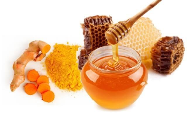 Trị viêm họng hạt bằng mật ong và tinh bột nghệ