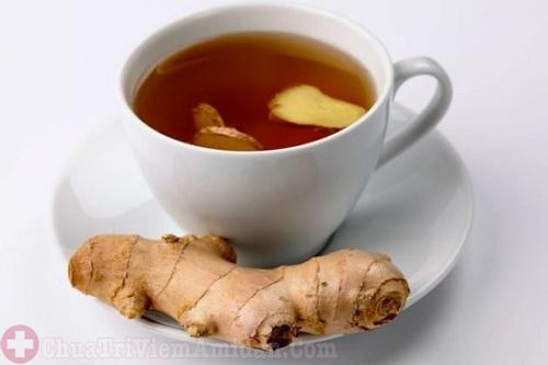 Trị viêm họng hiệu quả bằng trà gừng và mật ong