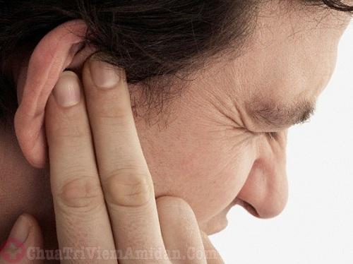 Đau tai sau cắt amidan khiến người bệnh khó chịu