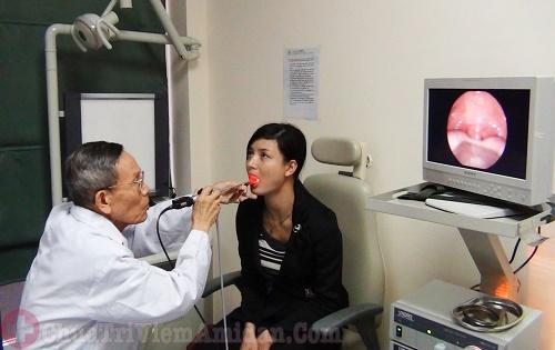 Viêm họng mãn tính cần phải nhanh chóng thăm khám điều trị