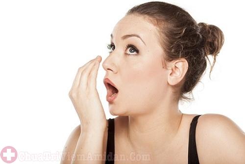 Bị hôi miệng sau cắt amidan có thể do vệ sinh không sạch sẽ
