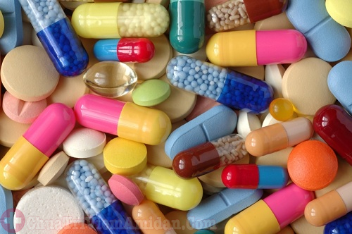 Dùng thuốc kháng sinh điều trị viêm họng mủ