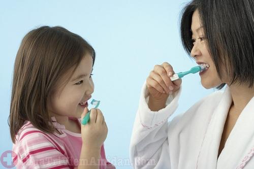 Vệ sinh răng miệng sạch sẽ giúp điều trị bệnh hiệu quả