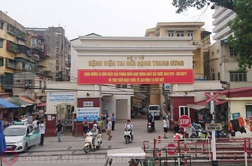 Xe bus qua bệnh viện Tai Mũi Họng Trung Ương