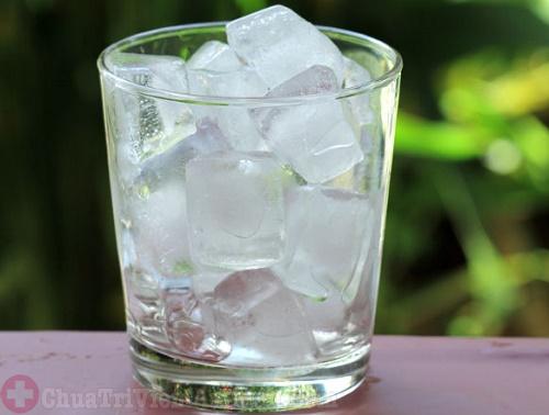 Người bệnh viêm họng không nên uống nước đá