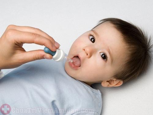 Phải làm sao khi trẻ bị sốt sau nạo VA?