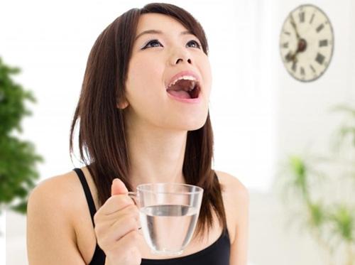 Viêm amidan có nên ngậm nước muối?