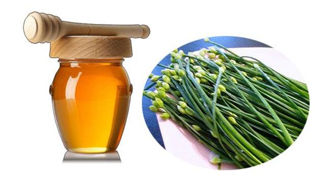lá hẹ và mật ong chữa viêm họng